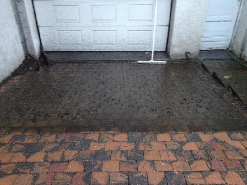 Nettoyage d 39 une all e de garage mouscron mouscron for Nettoyage puisard garage